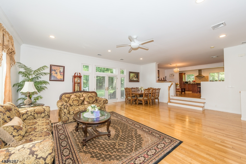 Single Family Home for Sale at 31 PROSPECT RD 31 PROSPECT RD Wayne, New Jersey 07470 United States