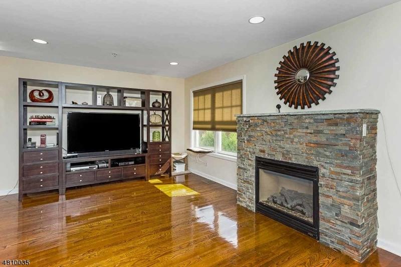 콘도 / 타운 하우스 용 매매 에 10 TERRACE AVE UNIT 3 Hasbrouck Heights, 뉴저지 07604 미국