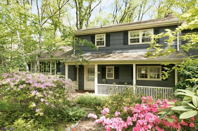Частный односемейный дом для того Продажа на 72 HEATHER HILL Lane Woodcliff Lake, Нью-Джерси 07677 Соединенные Штаты