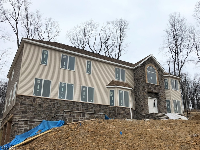 Villa per Vendita alle ore 24 BEVERLY Street Parsippany, New Jersey 07950 Stati Uniti