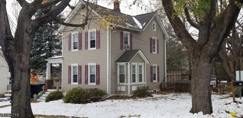 Maison unifamiliale pour l Vente à 55 EAST Street Bloomsbury, New Jersey 08804 États-Unis