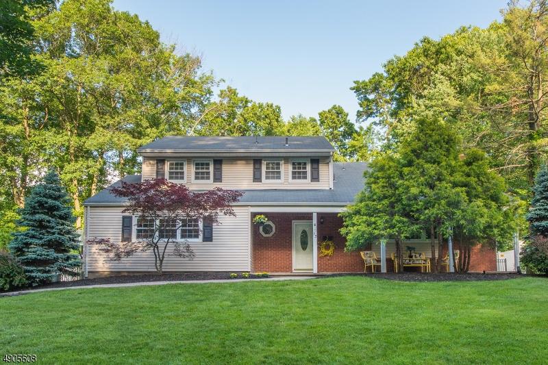 single family homes для того Продажа на West Caldwell, Нью-Джерси 07006 Соединенные Штаты