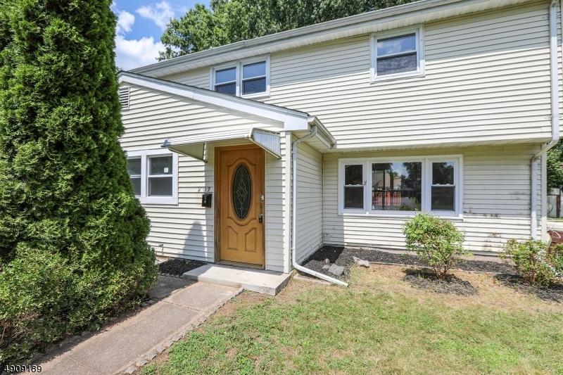 Single Family Homes для того Продажа на Northvale, Нью-Джерси 07647 Соединенные Штаты
