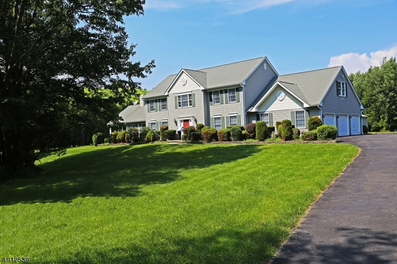 Single Family Homes pour l Vente à Allamuchy, New Jersey 07838 États-Unis