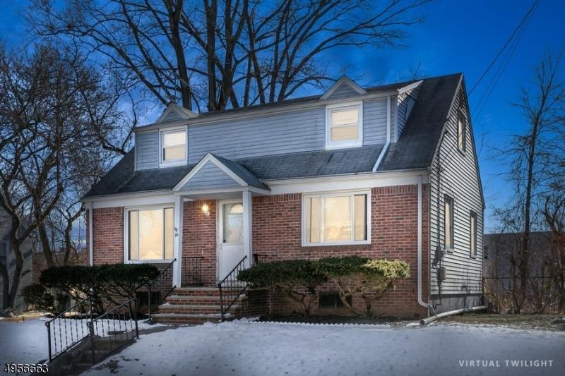 Single Family Homes для того Продажа на Bergenfield, Нью-Джерси 07621 Соединенные Штаты
