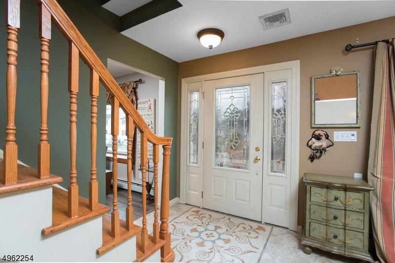 Single Family Homes vì Bán tại Address Not Available Roseland, New Jersey 07068 Hoa Kỳ