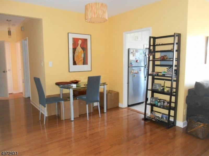 Condominio/ Casa de pueblo por un Alquiler en 5 ROOSEVELT PL, 3R Montclair, Nueva Jersey 07042 Estados Unidos