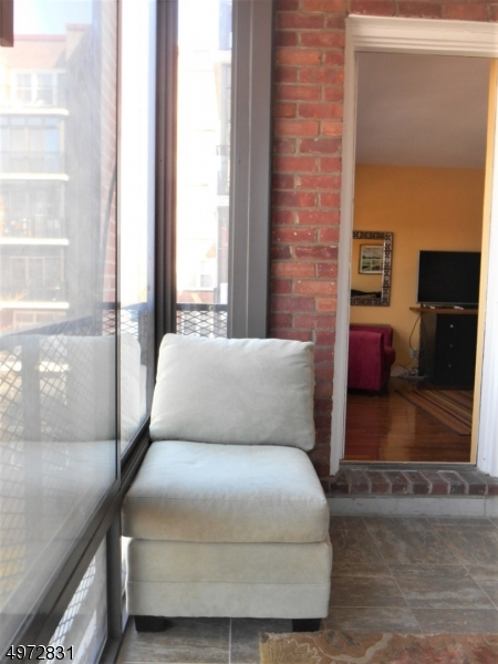Additional photo for property listing at 5 ROOSEVELT PL, 3R Montclair, Nueva Jersey 07042 Estados Unidos