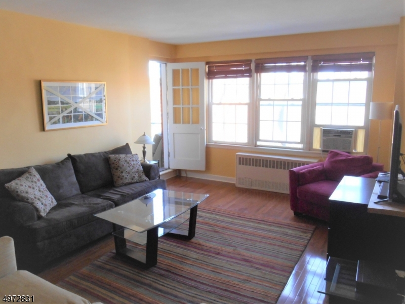 Additional photo for property listing at 5 ROOSEVELT PL, 3R Montclair, New Jersey 07042 Amerika Birleşik Devletleri