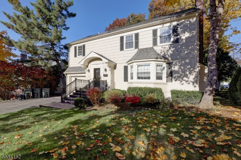Single Family Homes للـ Sale في Clifton, New Jersey 07012 United States