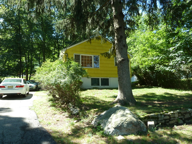 Additional photo for property listing at 10 Central Avenue  Hopatcong, Нью-Джерси 07843 Соединенные Штаты