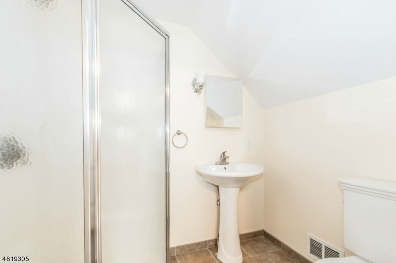 Additional photo for property listing at 216 N Hill Road  Colonia, New Jersey 07067 États-Unis