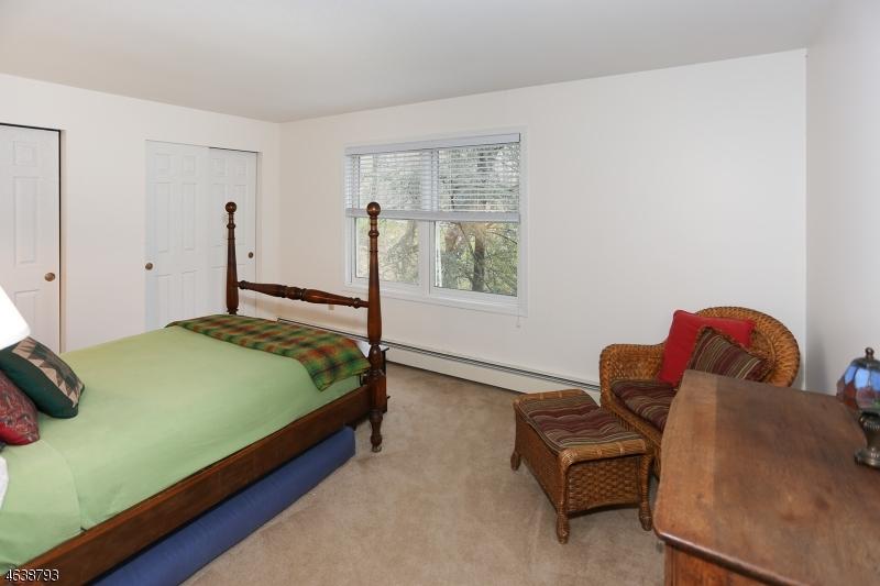 Additional photo for property listing at 590 Glen Road  Sparta, Нью-Джерси 07871 Соединенные Штаты
