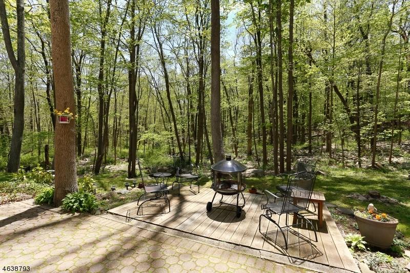 Maison unifamiliale pour l Vente à 590 Glen Road Sparta, New Jersey 07871 États-Unis