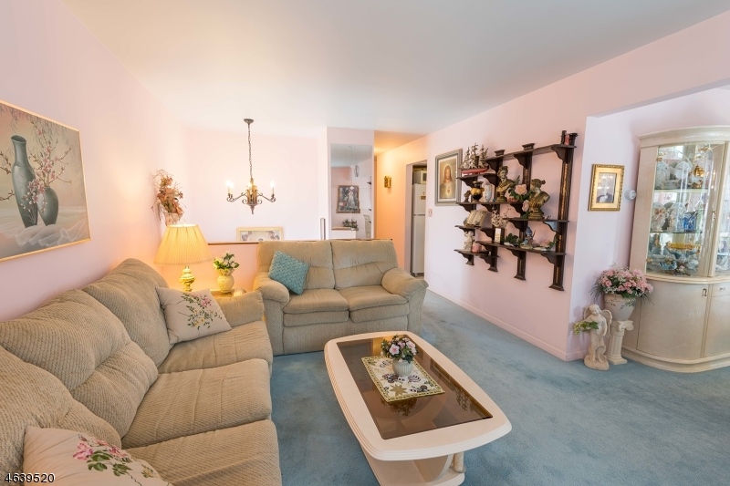 Additional photo for property listing at 257 Kingston Road  Parsippany, 新泽西州 07054 美国
