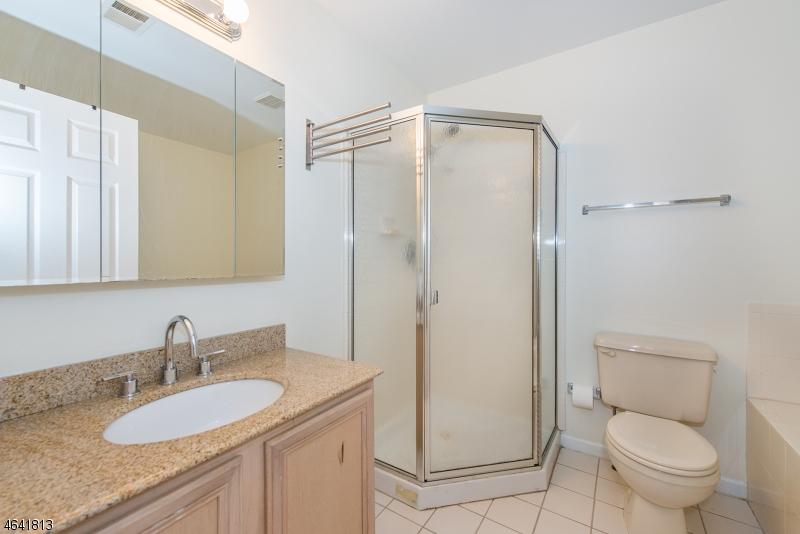 Additional photo for property listing at 9 Garfield Way  Princeton, Нью-Джерси 08540 Соединенные Штаты