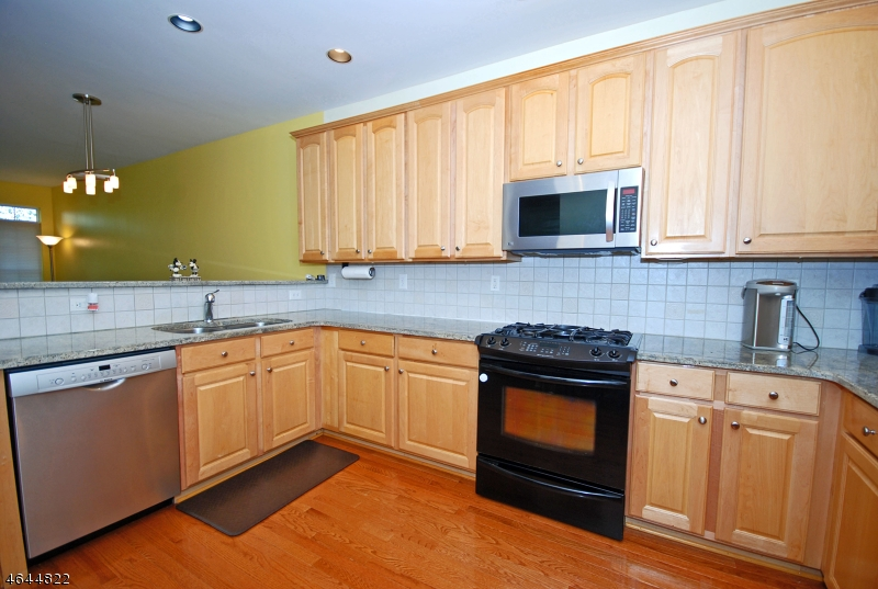 Additional photo for property listing at 112 Loft Drive  Martinsville, 新泽西州 08836 美国