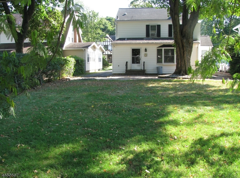 Additional photo for property listing at 18 Academy Road  Morris Plains, New Jersey 07950 États-Unis