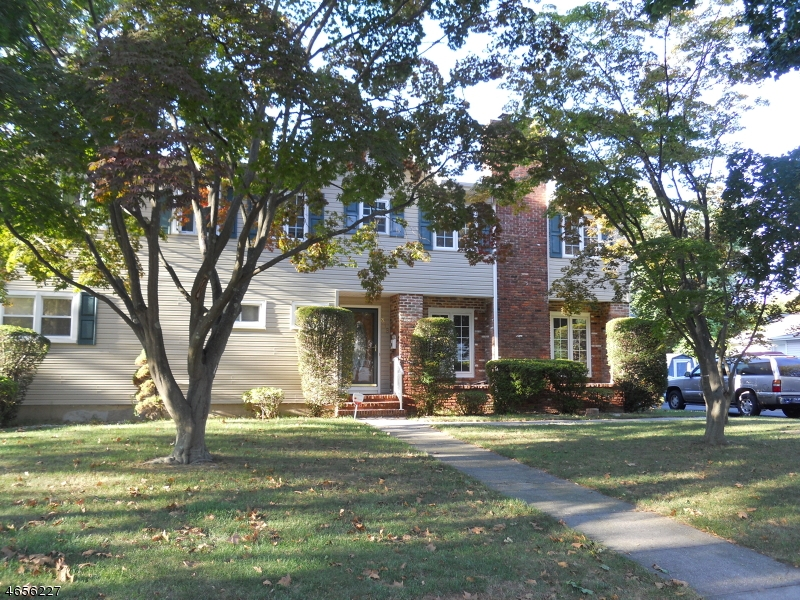 Additional photo for property listing at 818 HUNTINGTON Avenue  Plainfield, New Jersey 07060 États-Unis