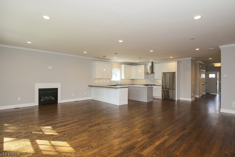 Additional photo for property listing at 86 RECTOR Street  Millburn, New Jersey 07041 United States