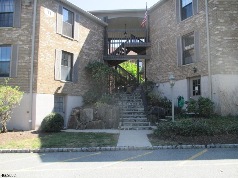 Casa Unifamiliar por un Alquiler en 181 Long Hill Rd 11-4 Little Falls, Nueva Jersey 07424 Estados Unidos