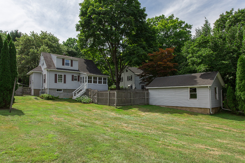 Additional photo for property listing at 75 W Main Street  Mendham, New Jersey 07945 United States