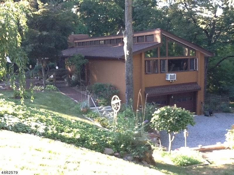 Maison unifamiliale pour l Vente à 6 Larch Lane Hillsborough, New Jersey 08844 États-Unis