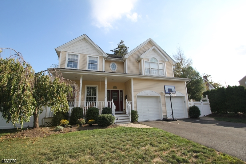 Частный односемейный дом для того Продажа на 19 Lowell Street Westwood, 07675 Соединенные Штаты