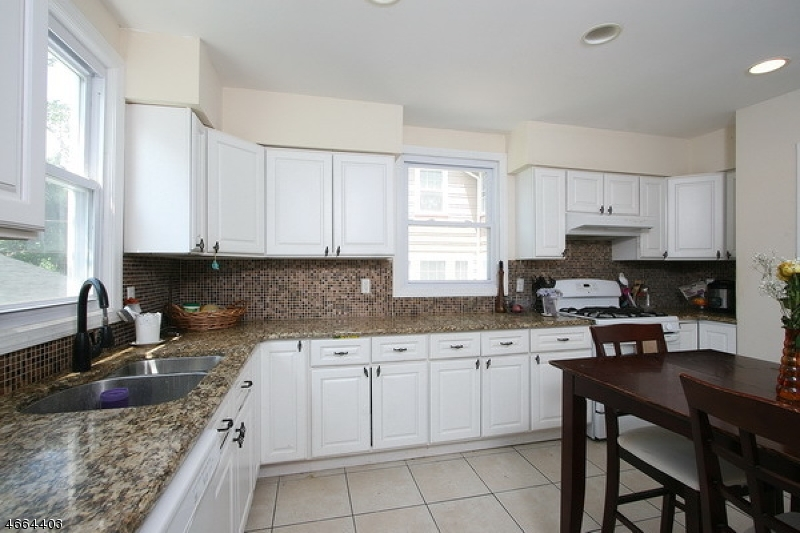 Additional photo for property listing at 3 University Court  South Orange, New Jersey 07079 États-Unis