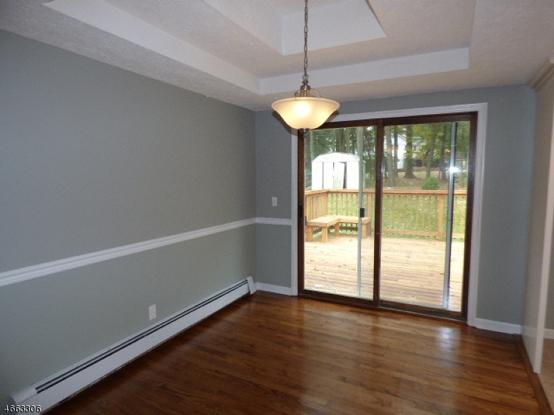 Additional photo for property listing at 19 Yacht Club Drive  Lake Hopatcong, New Jersey 07849 États-Unis