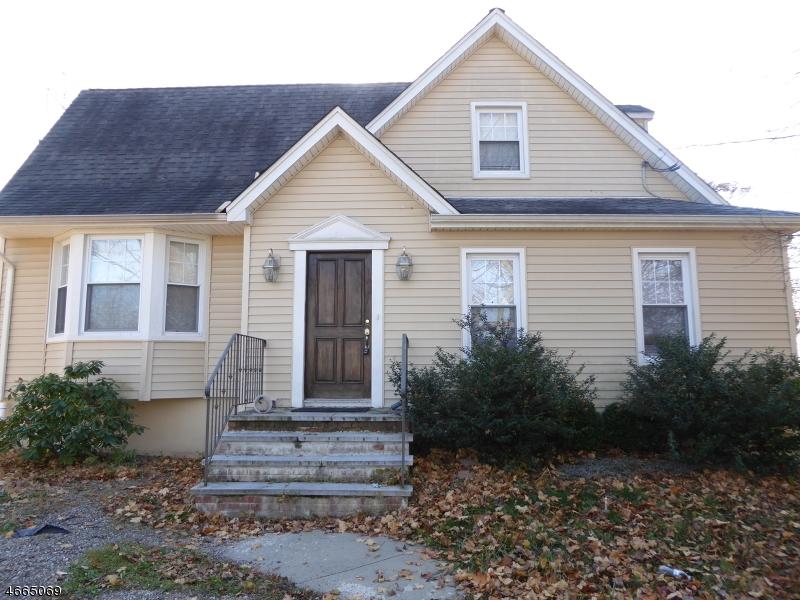 Частный односемейный дом для того Продажа на 15 Shipman Place East Hanover, Нью-Джерси 07936 Соединенные Штаты