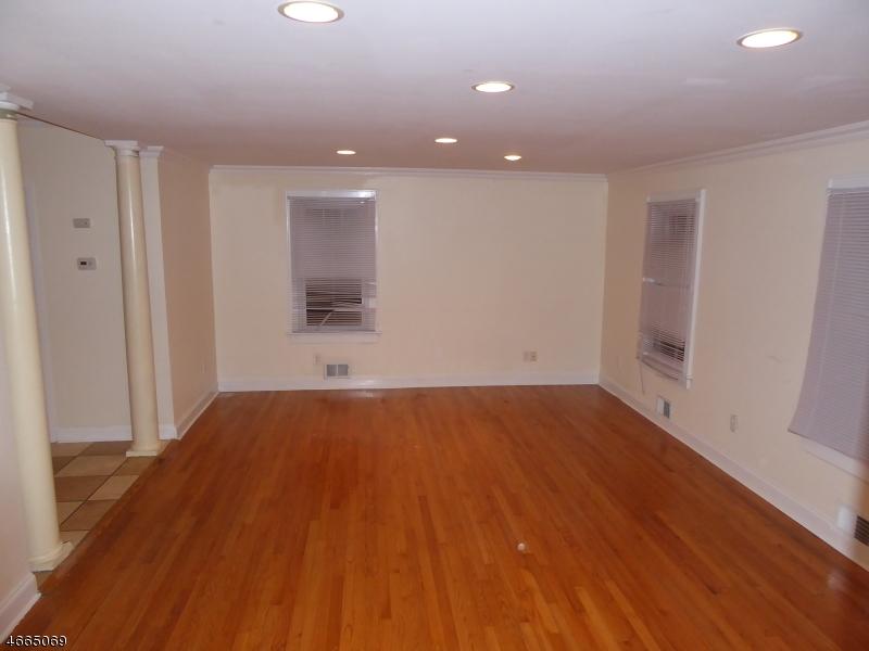 Additional photo for property listing at 15 Shipman Place  East Hanover, Нью-Джерси 07936 Соединенные Штаты