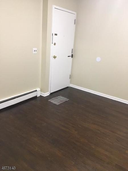 Частный односемейный дом для того Аренда на 101-7 N BEVERWYCK Road Lake Hiawatha, Нью-Джерси 07034 Соединенные Штаты