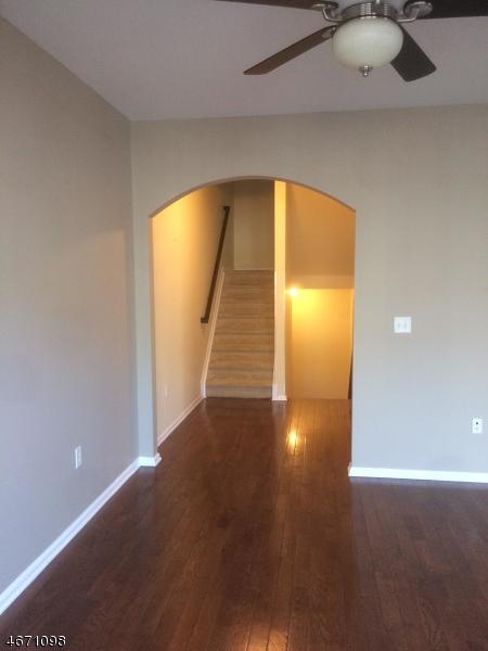 Частный односемейный дом для того Аренда на 904 Memorial Drive Belleville, Нью-Джерси 07109 Соединенные Штаты