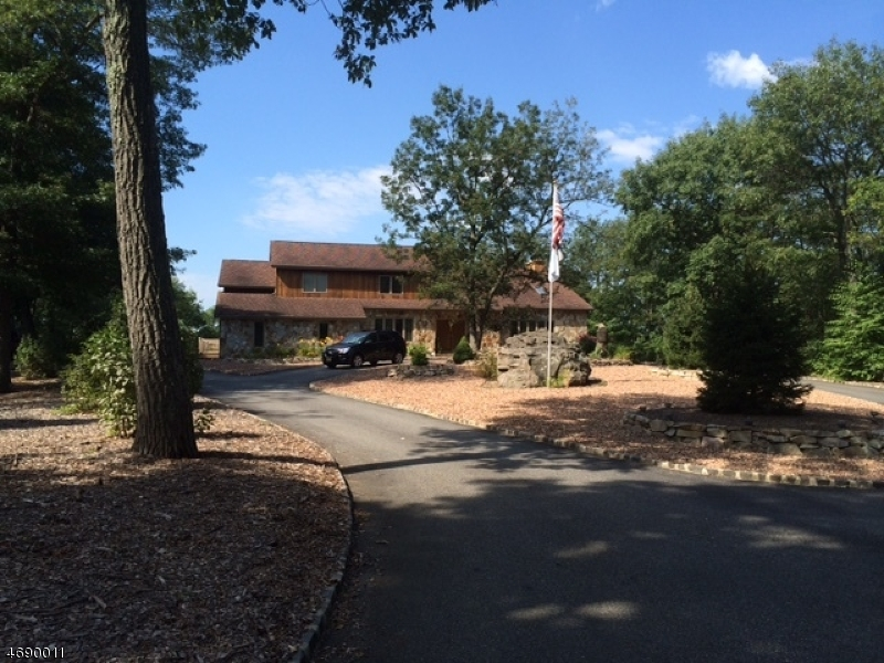 Частный односемейный дом для того Продажа на 51 DANIEL Lane Kinnelon, 07405 Соединенные Штаты