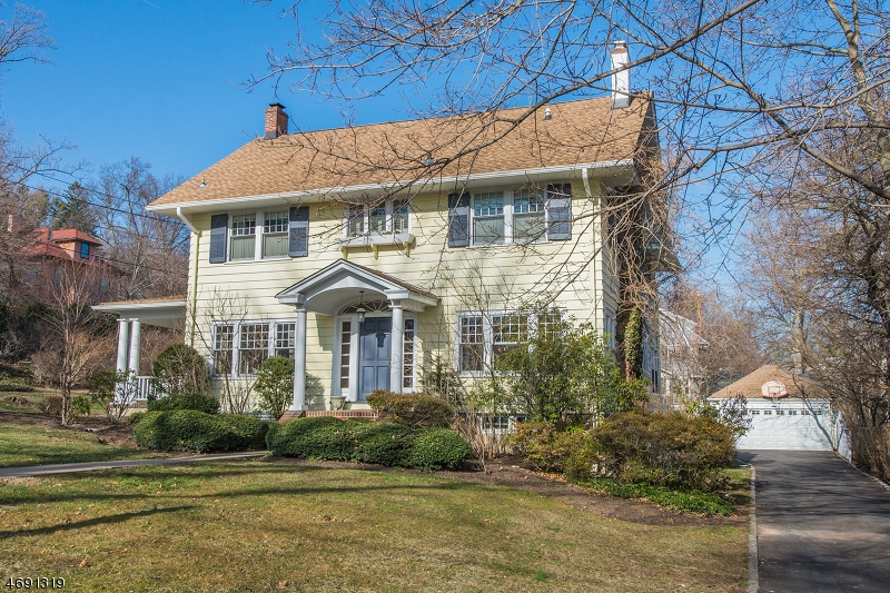 Частный односемейный дом для того Продажа на 47-49 Hickory Drive Maplewood, 07040 Соединенные Штаты