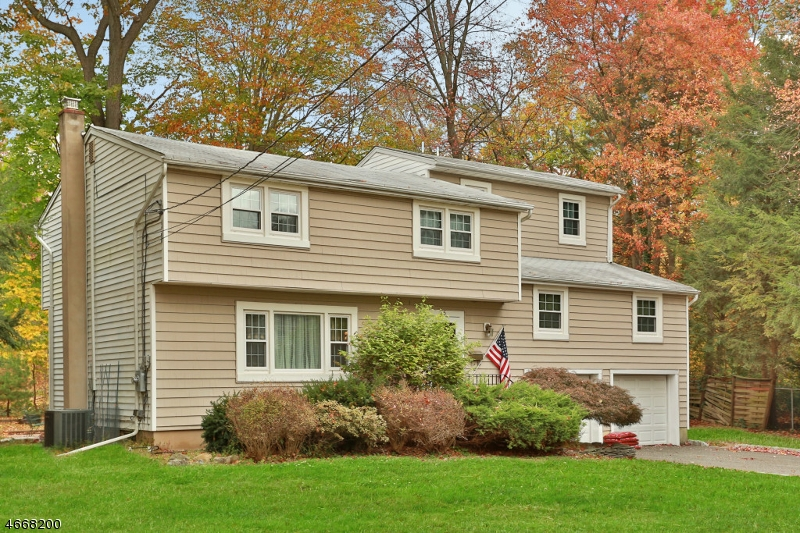 Single Family Home for Sale at 25 Donald Place Waldwick, New Jersey 07463 United States