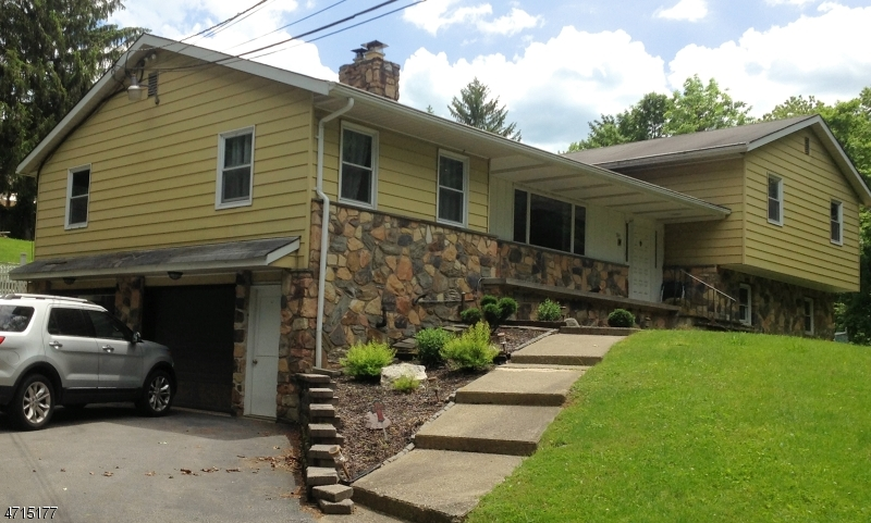 Single Family Home for Sale at 364 Scott Road 364 Scott Road Franklin, New Jersey 07416 United States