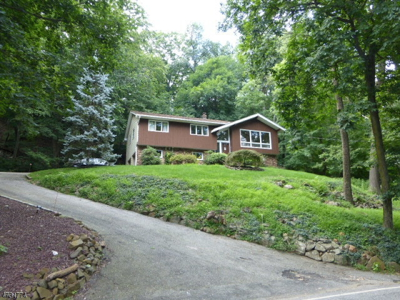 Single Family Home for Rent at 9 Foremost Mountain Road Montville, New Jersey 07082 United States