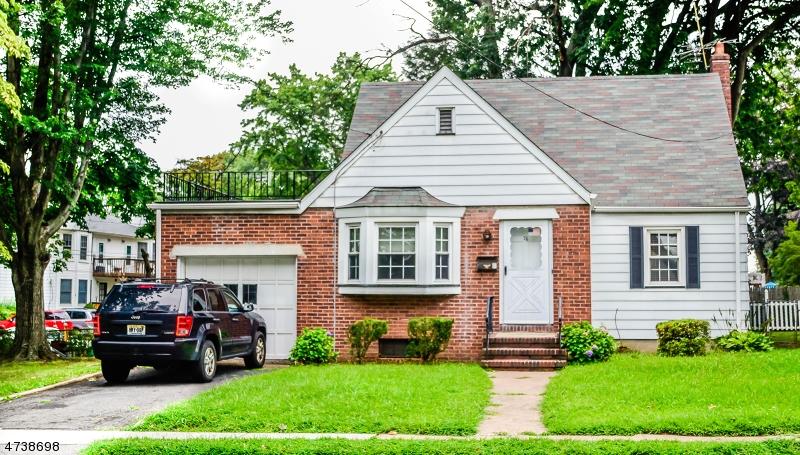 Casa Unifamiliar por un Venta en 76 Central Avenue Rochelle Park, Nueva Jersey 07662 Estados Unidos