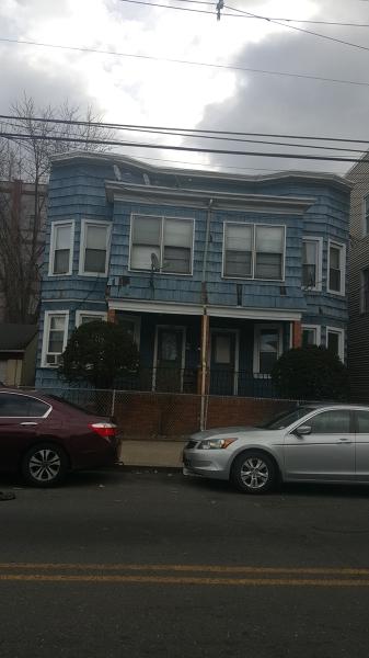 Casa Unifamiliar por un Alquiler en 419-421 E 18TH Street Paterson, Nueva Jersey 07524 Estados Unidos