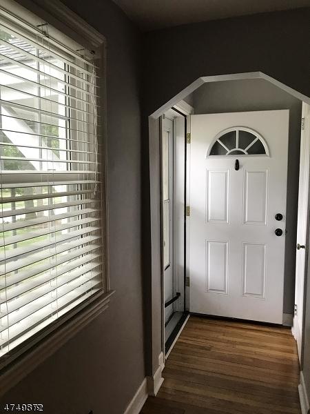 Casa Unifamiliar por un Alquiler en 83 Centennial Avenue Cranford, Nueva Jersey 07016 Estados Unidos