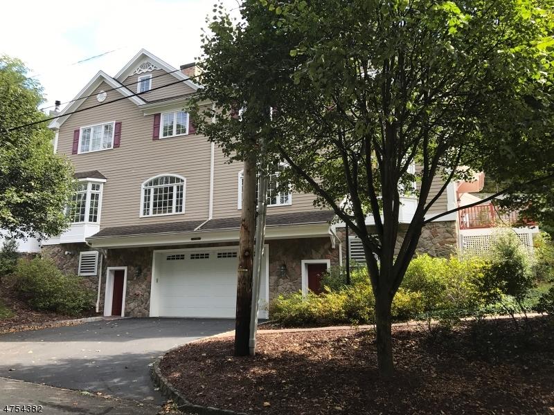独户住宅 为 销售 在 58 Chestnut St, UNIT 2 莫里斯敦, 新泽西州 07960 美国