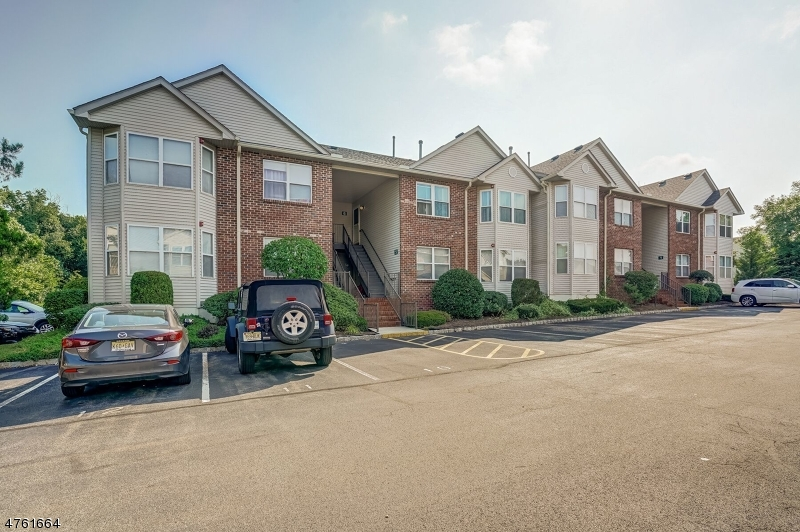 Casa Unifamiliar por un Alquiler en 6 Jennifer Drive East Hanover, Nueva Jersey 07936 Estados Unidos