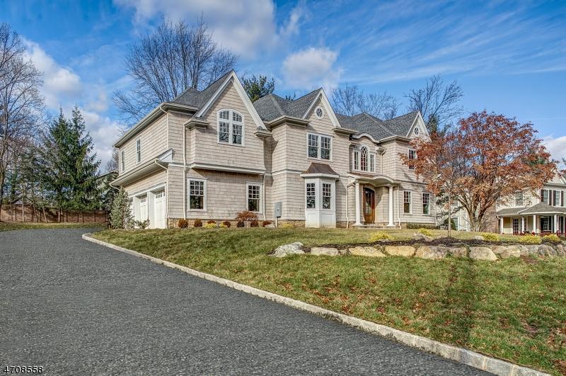 Maison unifamiliale pour l Vente à 18 Dale Drive Chatham, New Jersey 07928 États-Unis