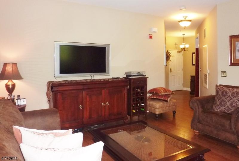 Maison unifamiliale pour l à louer à 7107 Coventry Court Riverdale, New Jersey 07457 États-Unis