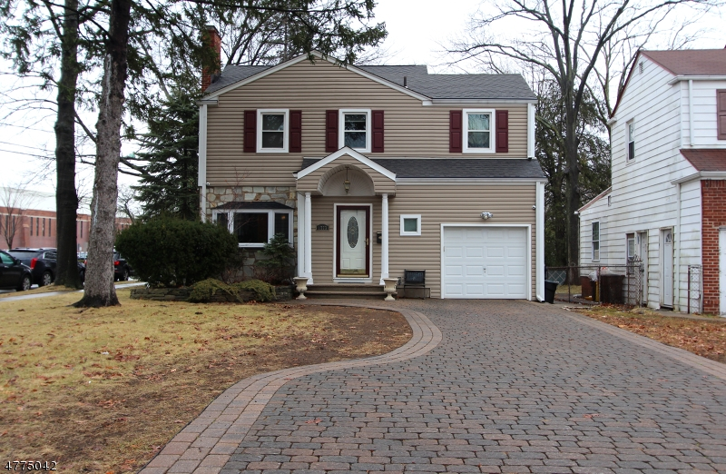 Casa Unifamiliar por un Venta en 1773 Teaneck Road Teaneck, Nueva Jersey 07666 Estados Unidos