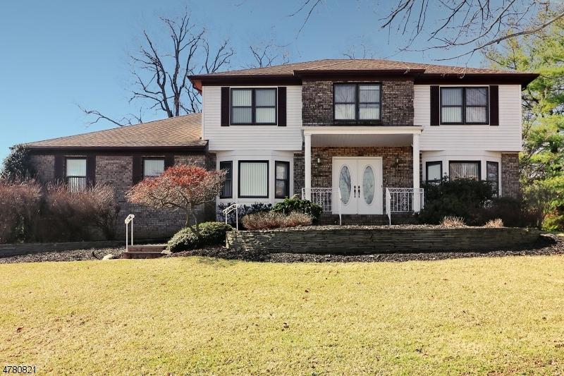 Частный односемейный дом для того Продажа на 25 Howell Drive Verona, Нью-Джерси 07044 Соединенные Штаты