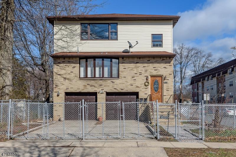 Casa Multifamiliar por un Venta en 1033 Chandler Avenue 1033 Chandler Avenue Roselle, Nueva Jersey 07203 Estados Unidos