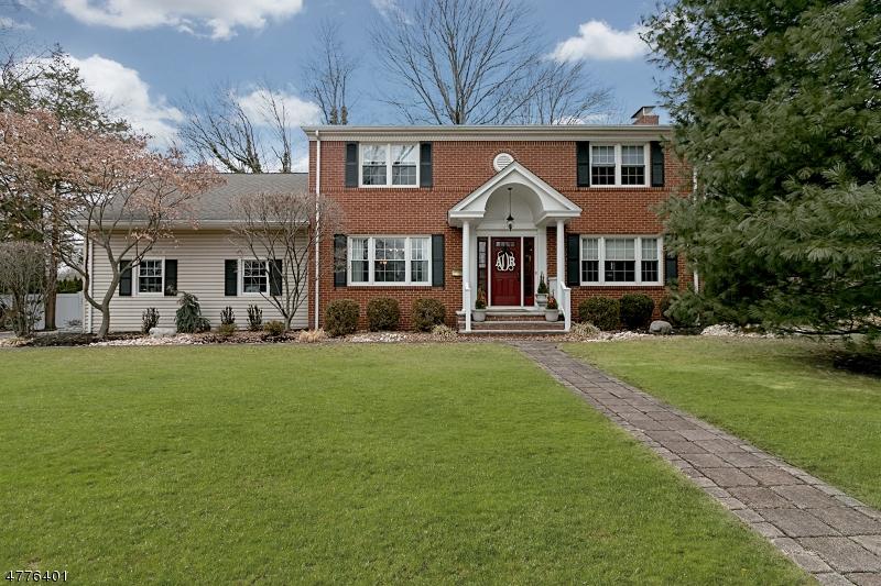 Enfamiljshus för Försäljning vid 24 Shawnee Road 24 Shawnee Road Cranford, New Jersey 07016 Usa